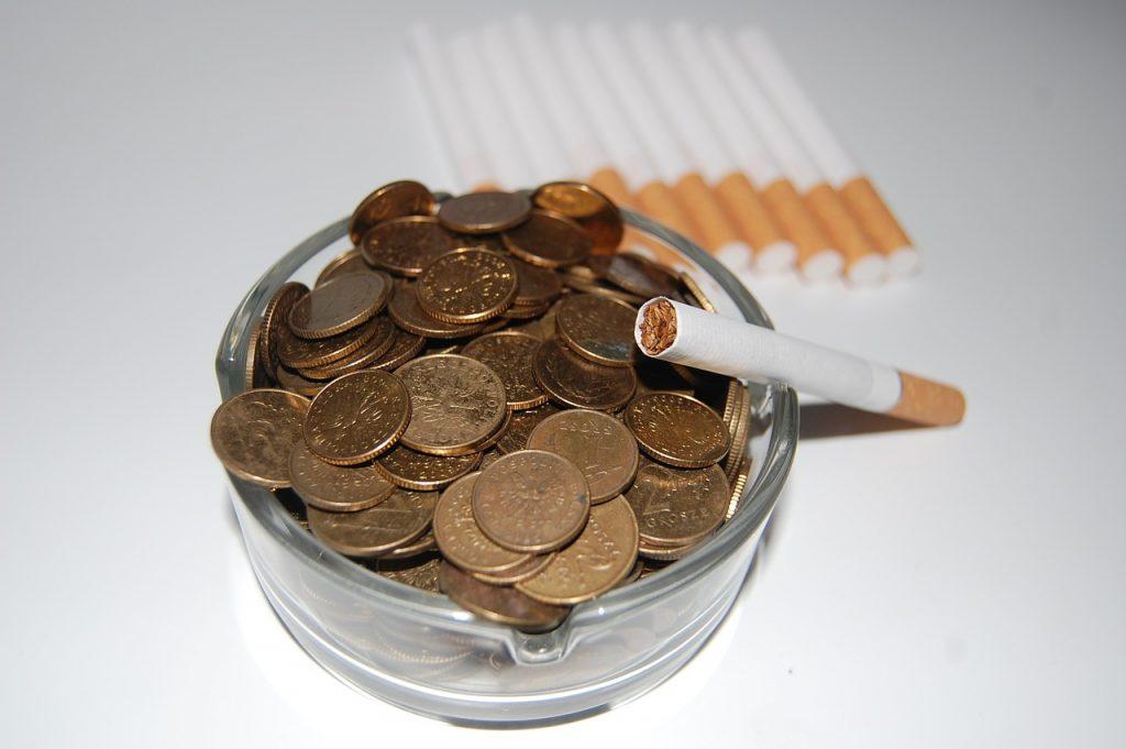 cigarettes-621344_1280