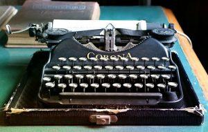 typewriter-1603999_960_720